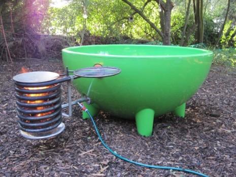Gartenwanne die inselwanne warmwasser badespass ohne - Whirlpool mit holzheizung ...